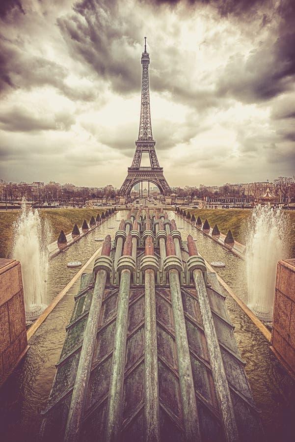 Waterkanonnen van Tuinen van Trocadero royalty-vrije stock afbeeldingen