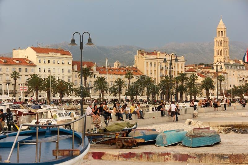 Waterkant en St Domnius belltower spleet Kroatië royalty-vrije stock fotografie