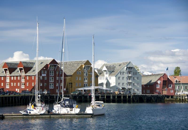 Waterkant in Tromso, Noorwegen stock afbeeldingen