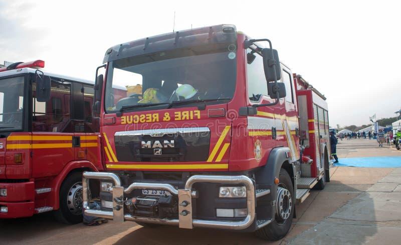 WATERKLOOF SYDAFRIKA - SEPTEMBER, 2016: Tshwane brandlastbilar på skärm royaltyfri fotografi