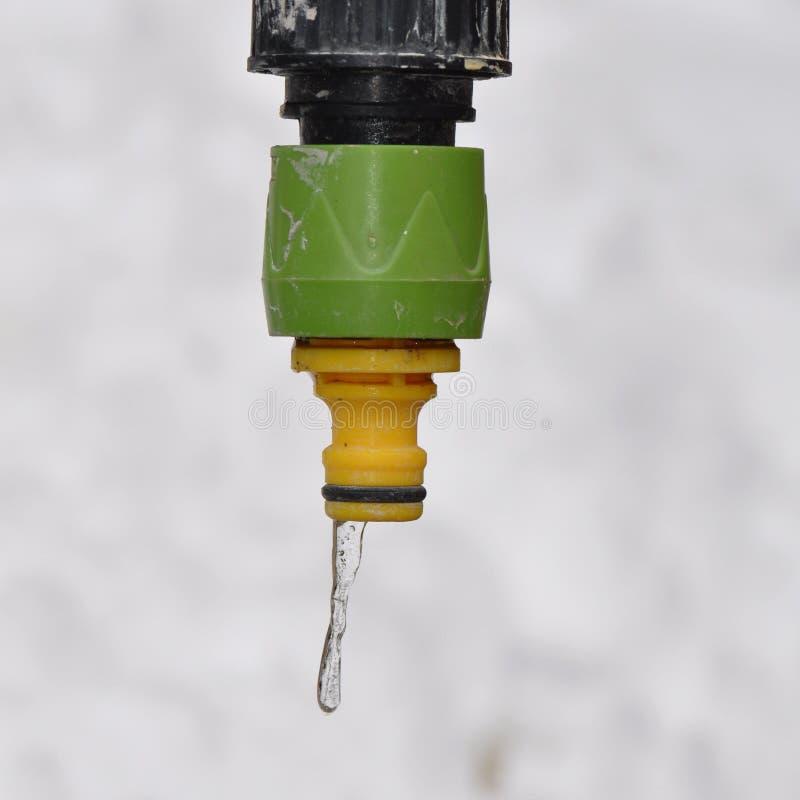 Waterkraan met ijskegel stock foto's