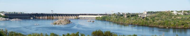Waterkrachtcentrale op rivier Dnipro stock foto's