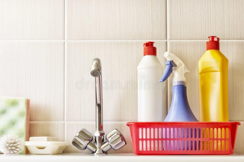 Waterkranen, borstel en detergens royalty-vrije stock foto
