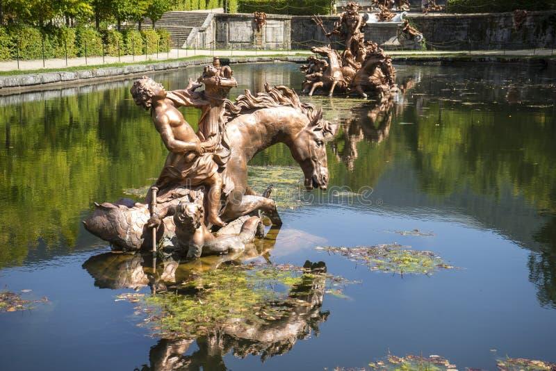 waterlelie, gouden fonteinen in segovia paleis in Spanje brons royalty-vrije stock foto's