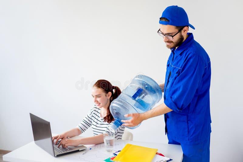 Waterlevering in bureau stock foto