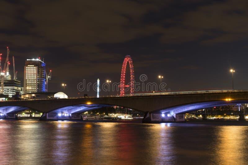 Waterloo-Brücke London lizenzfreie stockfotos