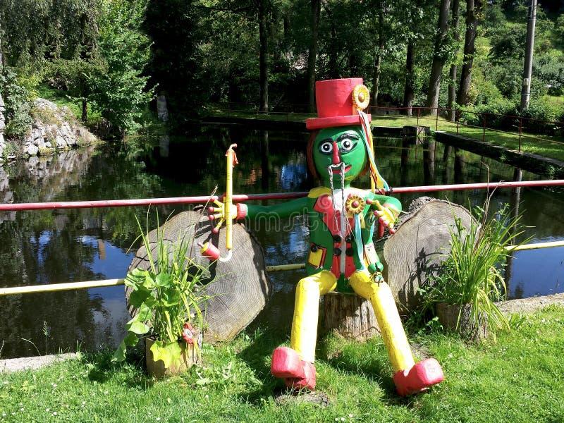 Waterman an der Teichnaturlandschafts-Wasserelfe lizenzfreie stockfotografie