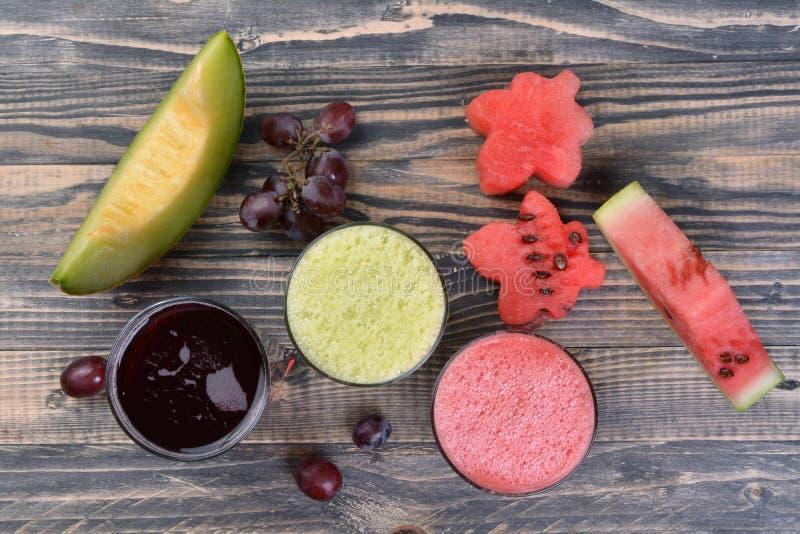 Watermeloen, meloen en druivesap stock afbeeldingen