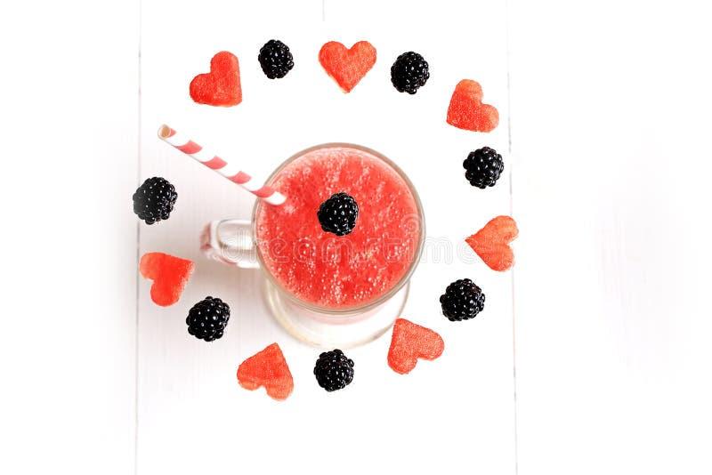 Watermeloen smoothies fruit en bes stock afbeelding