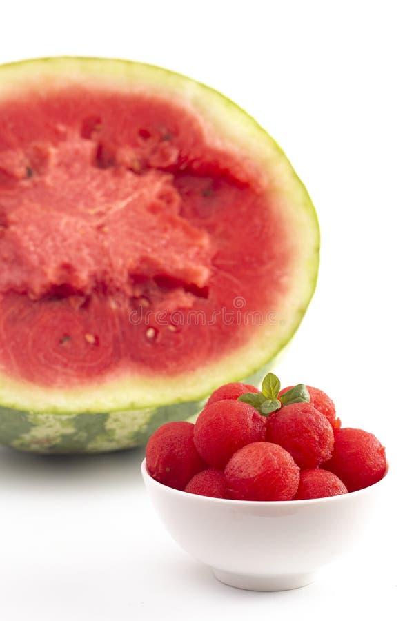 Watermeloenballen die op een Witte Achtergrond worden geïsoleerd stock afbeeldingen