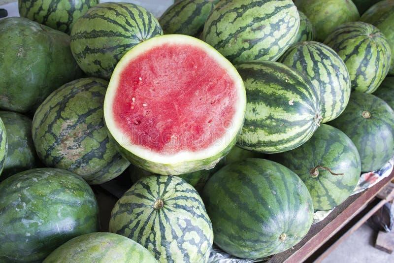 Watermeloenen bij Fruittribune royalty-vrije stock fotografie
