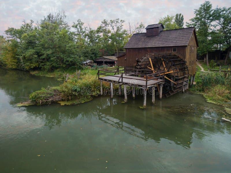 watermill σε μικρό Δούναβη κοντά στο χωριό Jelka, Σλοβακία στοκ εικόνες