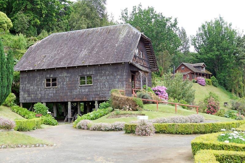 Watermill en huis bij het Duitse Museum in Frutillar, Chili royalty-vrije stock fotografie