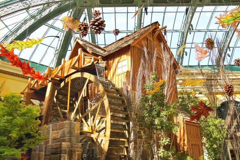 Watermill i ett växthus på det Bellagio hotellet i Las Vegas royaltyfri fotografi