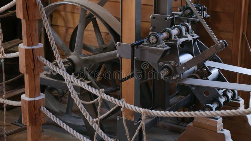 Watermill Innen, großes Rad Mechanisam, Osijek Kroatien lizenzfreies stockfoto