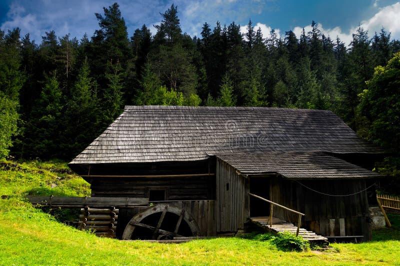 Watermill no campo fotografia de stock royalty free