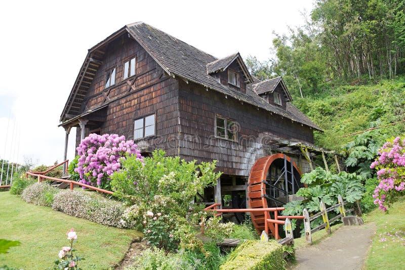 Watermill no museu alemão em Frutillar, o Chile foto de stock royalty free