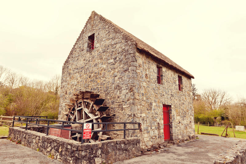 Watermill velho em Ireland fotografia de stock royalty free