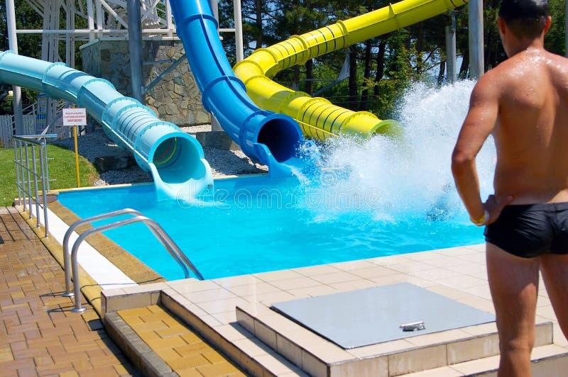 Waterpark Gelendzhik De mensen ontspannen in het waterpark stock afbeeldingen