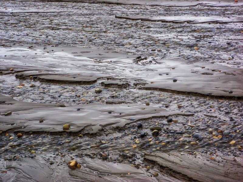 Waterpatronen op zandig strand royalty-vrije stock afbeelding