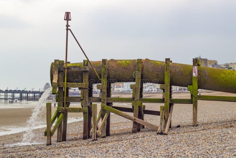 Waterpijp op het strand royalty-vrije stock fotografie