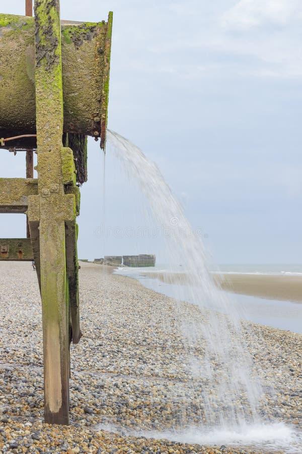 Waterpijp op het strand royalty-vrije stock foto's