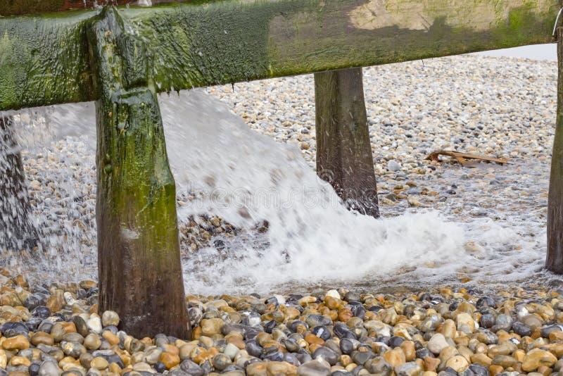 Waterpijp op het strand stock foto