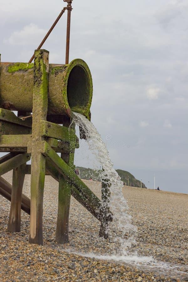Waterpijp op het strand royalty-vrije stock foto