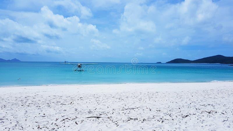 Waterplane na Białej niebo plaży Whitsunday wyspa w Australia fotografia royalty free