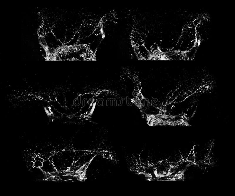 Waterplonsen op zwarte achtergrond worden geïsoleerd die stock foto's