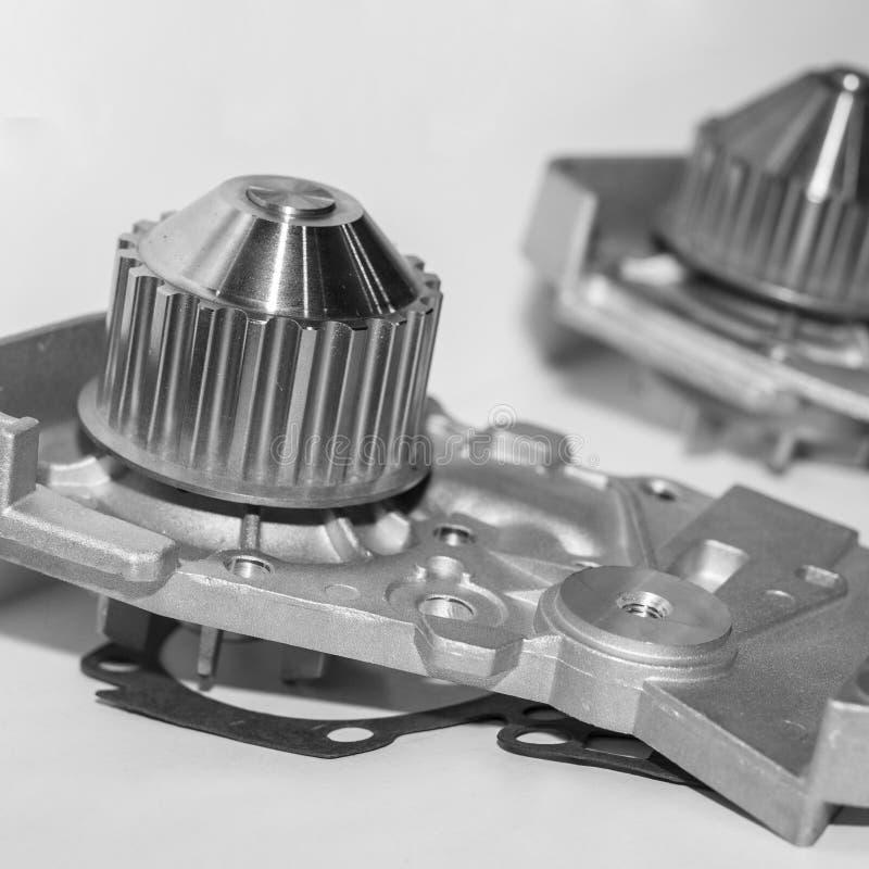 Waterpomp voor motor van een auto koelsysteem stock afbeelding