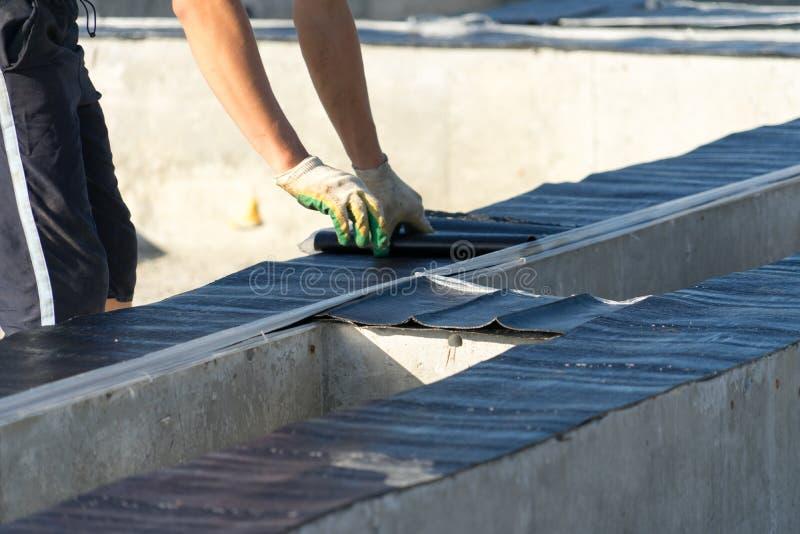 Waterproofing podstawa dla budowy dom robić drewno zdjęcia stock