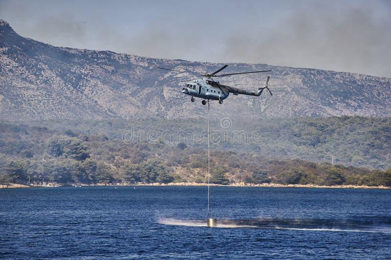 Waterrun d'hélicoptère de sapeur-pompier images stock
