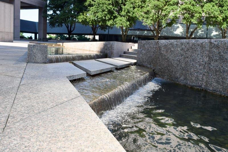 Waterscape στο κτίριο γραφείων στοκ φωτογραφία