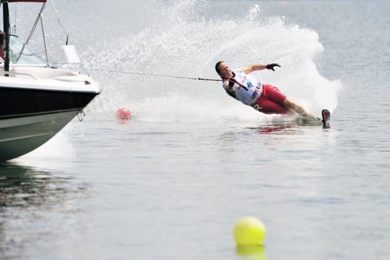 Waterski in Actie: De Slalom van de vrouw royalty-vrije stock fotografie
