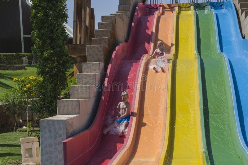 Waterslide σε ένα aquapark στοκ εικόνες με δικαίωμα ελεύθερης χρήσης