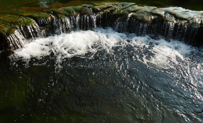 Waterstroom in een vijver royalty-vrije stock foto's