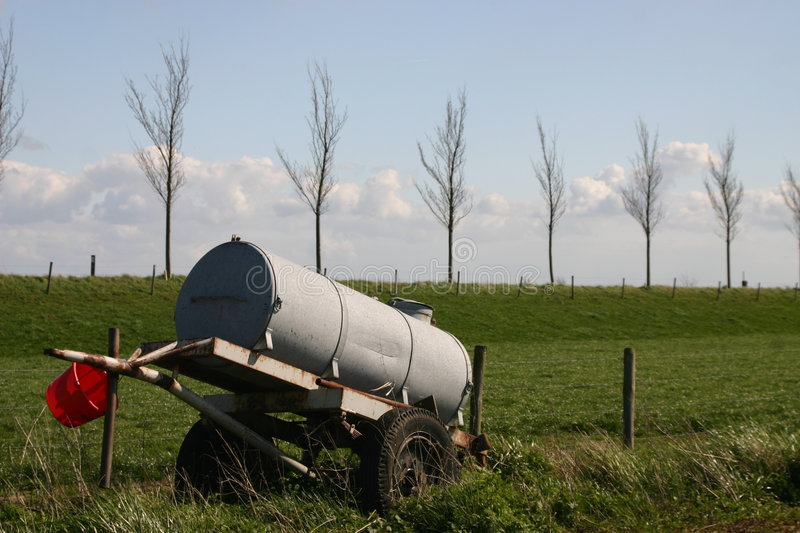 Download Watertank image stock. Image du traditionnel, automne, indicateur - 734801