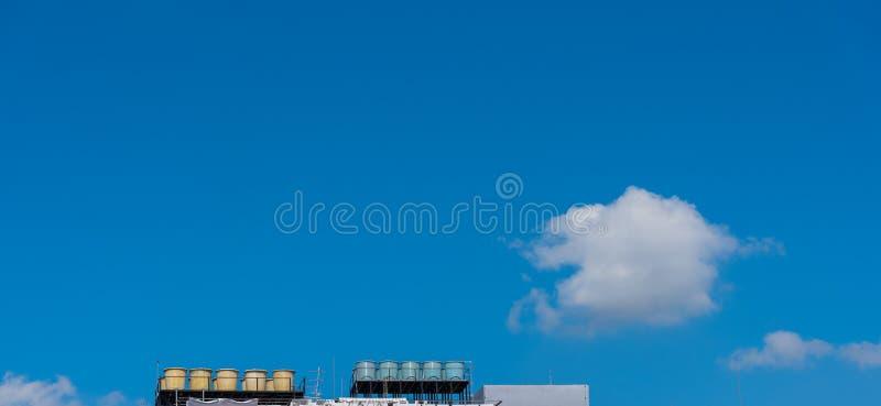 Watertank op dakbovenkant stock afbeeldingen