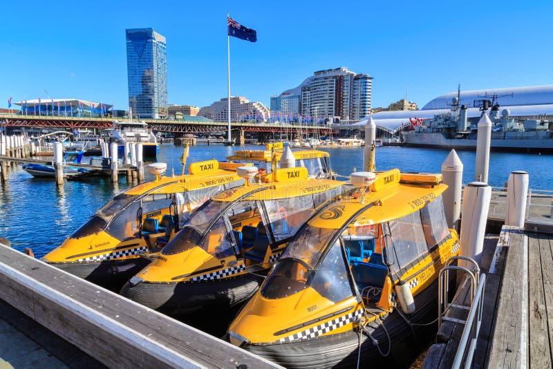 Watertaxis in Darling Harbour, Sydney, Australië royalty-vrije stock foto