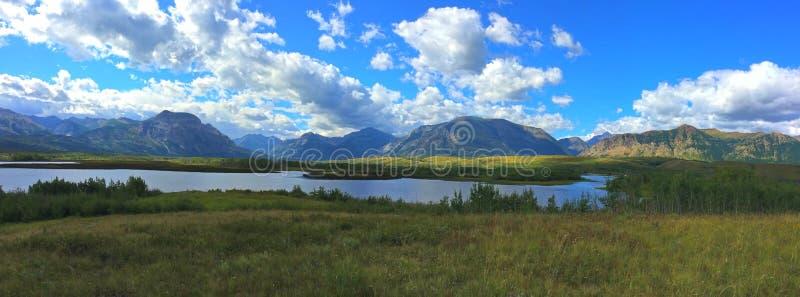 Waterton国立公园-山遇见大草原的地方 库存照片