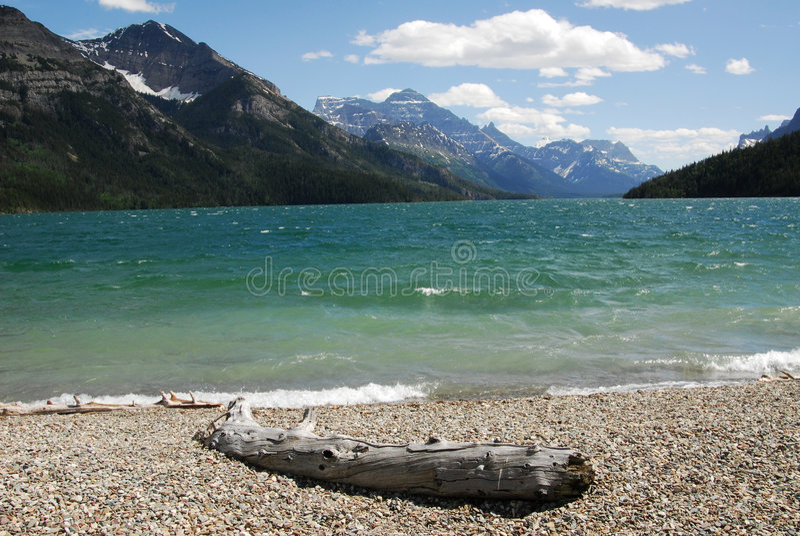 Waterton See und Berge stockbild