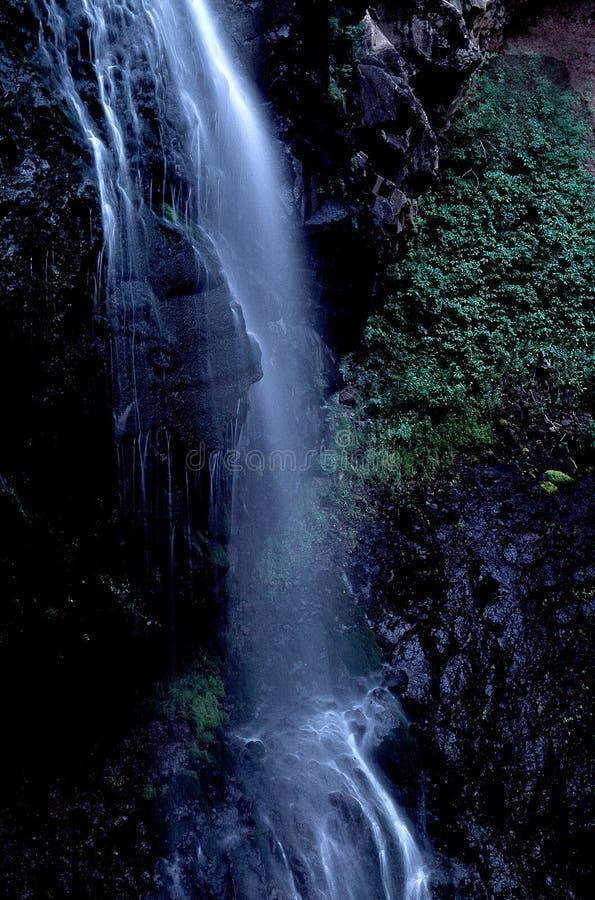 Download Waterval stock foto. Afbeelding bestaande uit stromen, zwart - 33022