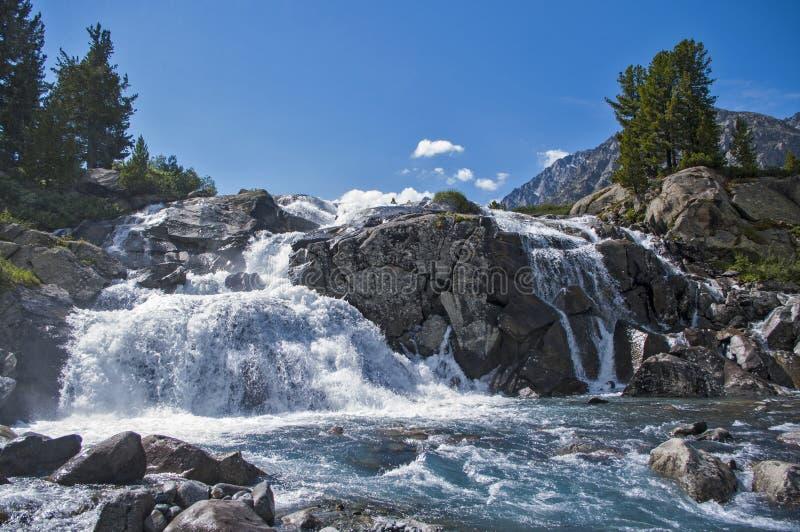 Waterval in Altai royalty-vrije stock foto