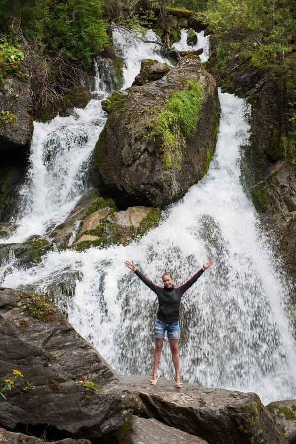 Waterval in Altai-bergen royalty-vrije stock foto's