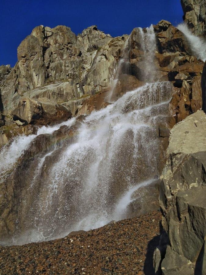 Waterval in Altai stock afbeeldingen