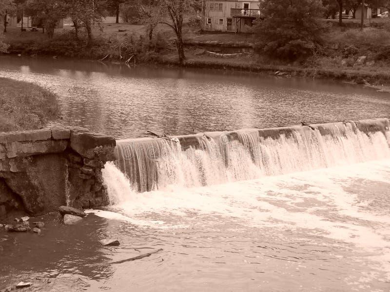 Waterval bij Caplinger-Molen royalty-vrije stock foto's