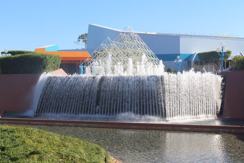Waterval binnen een parkthema stock fotografie