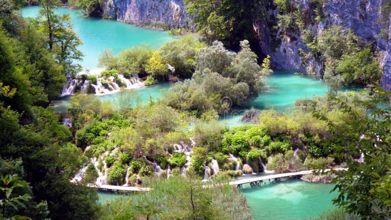 Waterval in bos, Kroatië, plitvicemeer stock foto's