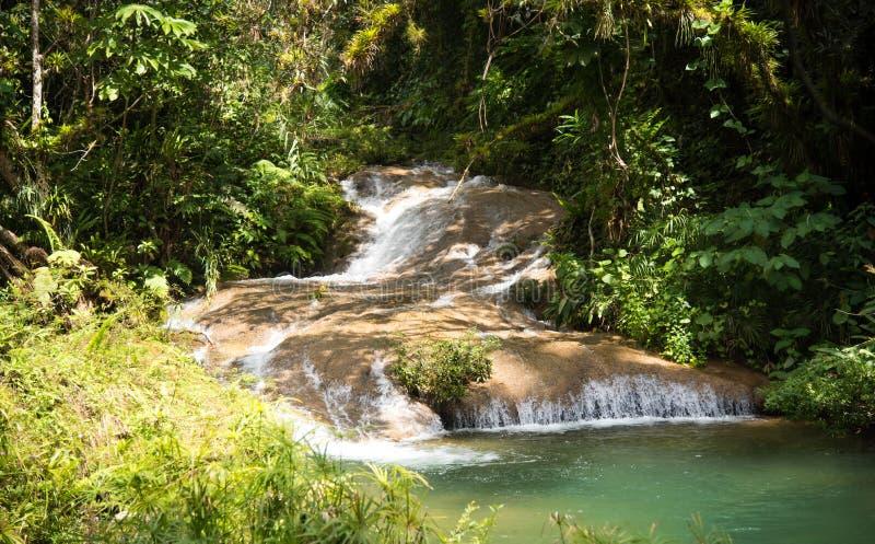 Waterval Cuba stock afbeelding